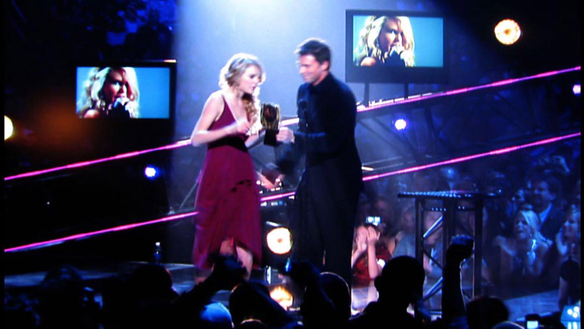 CMT_Awards_08_04-smsized