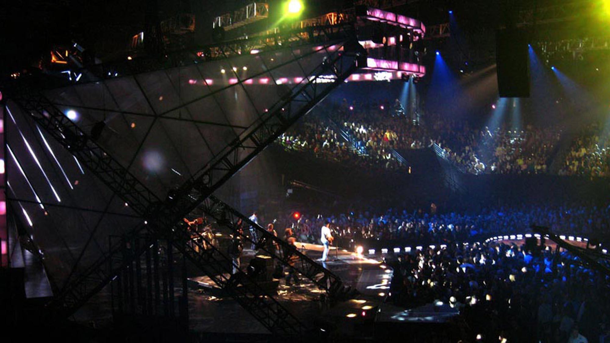 CMT_Awards_08_05-smsized